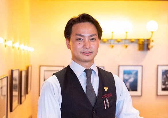 三角務文 (ブラッスリーヴィロン渋谷店マネージャー)